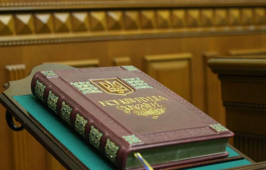 Райони ліквідують, а введуть префекти: як Зеленський пропонує змінити Конституцію