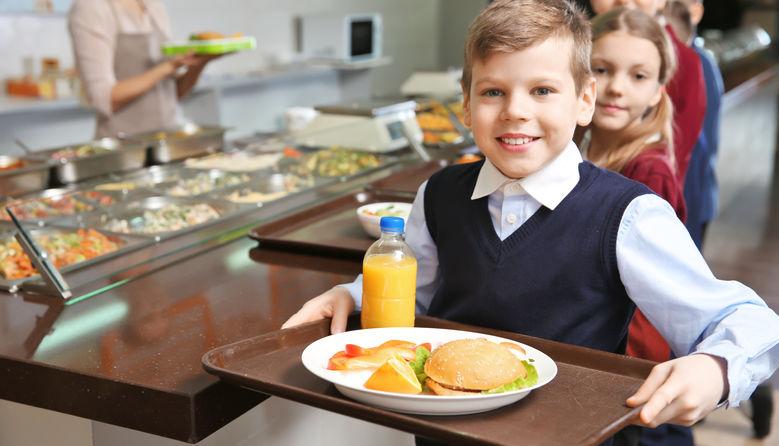 У Мукачеві за харчування учнів початкових класів з наступного року платитимуть батьки