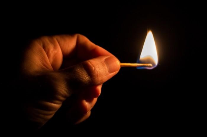 Чоловік облив бензином будинок батьків і підпалив його