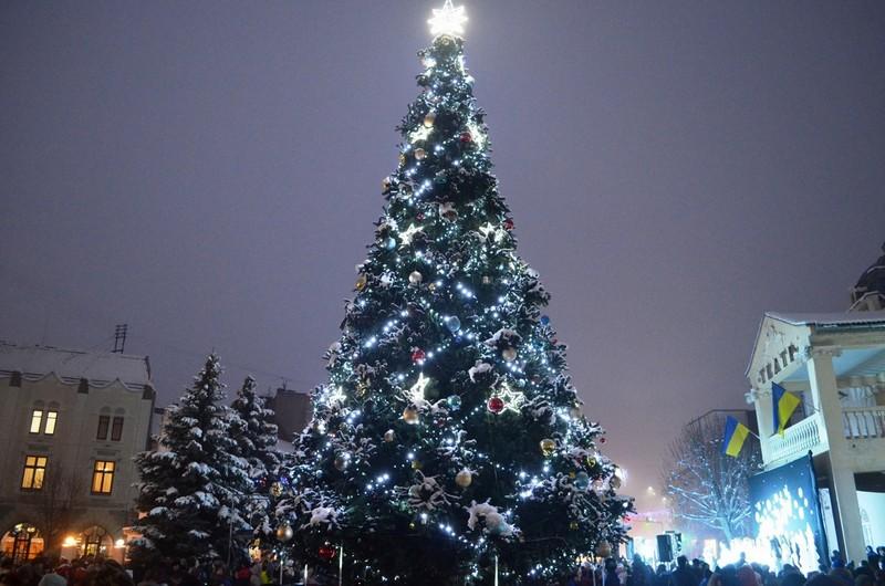 Хто запалить новорічні вогні на головній ялинці Мукачева: результати голосування