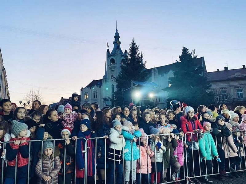 Через новорічні подарунки у Мукачеві виник скандал. Батьки обурені