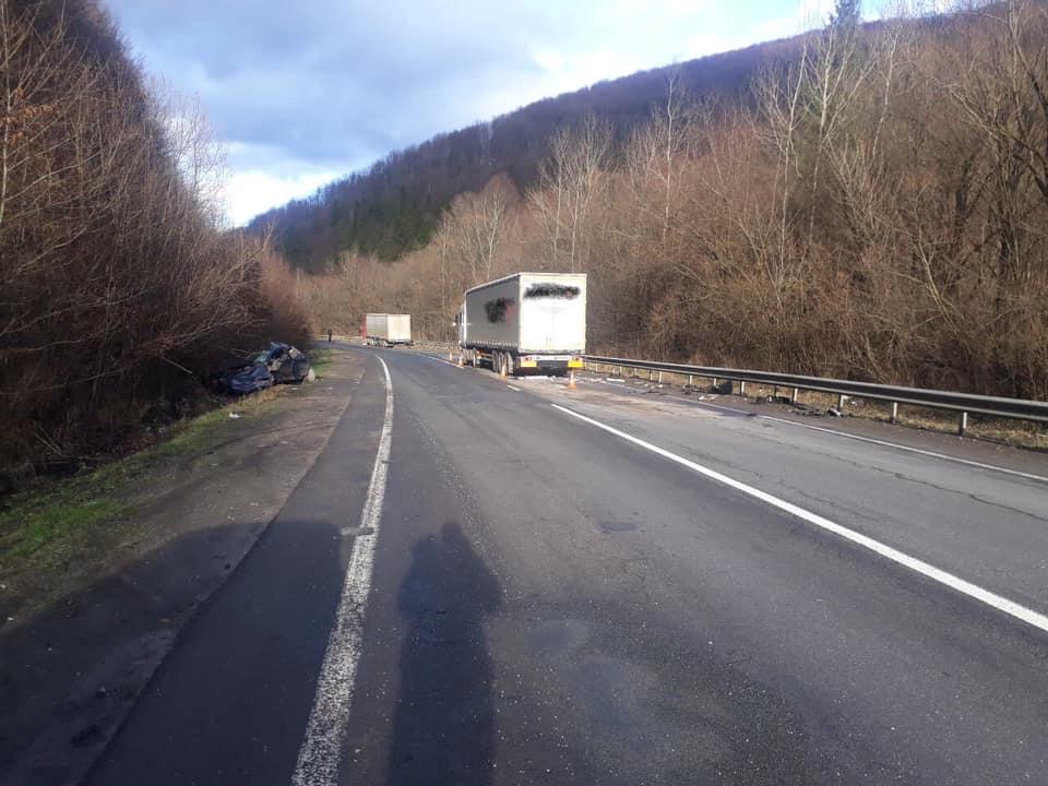 На Воловеччині зіткнулись легковик та дві вантажівки