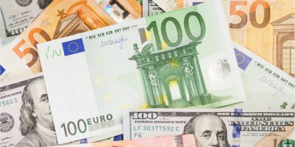 В обмінниках Закарпаття долар впав до нового мінімуму