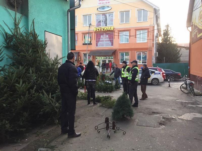 Муніципали розповіли про незаконну торгівлю ялинками у Мукачеві