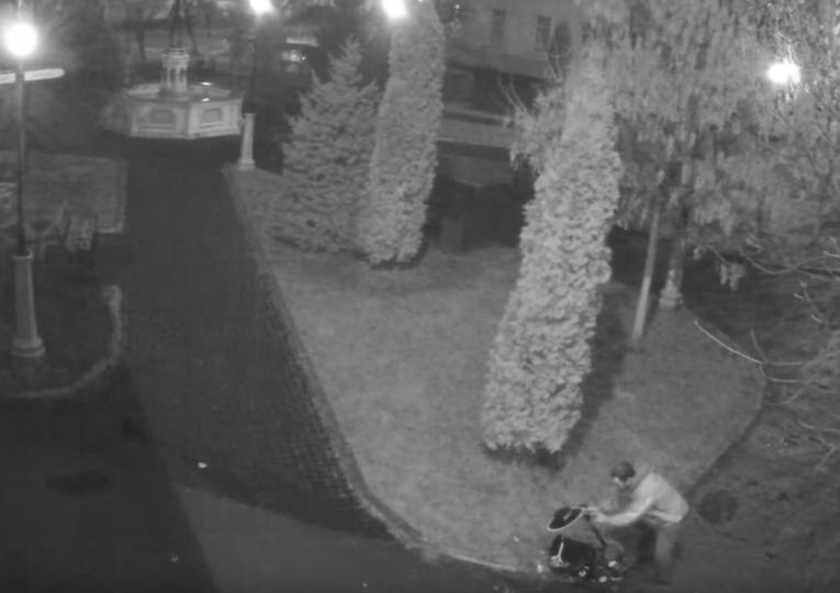 Цієї ночі відеокамери зафіксували акт вандалізму