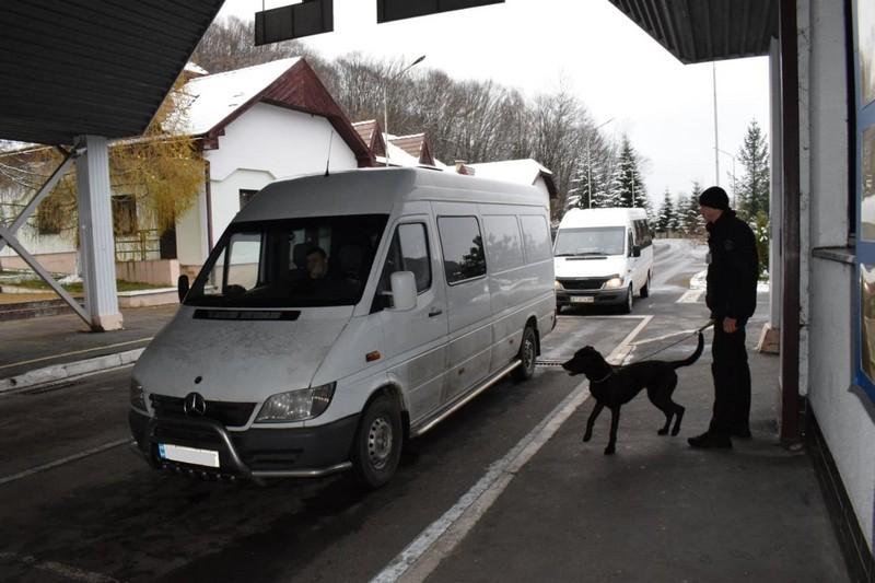 На кордоні зі Словаччиною затримали  іноземців