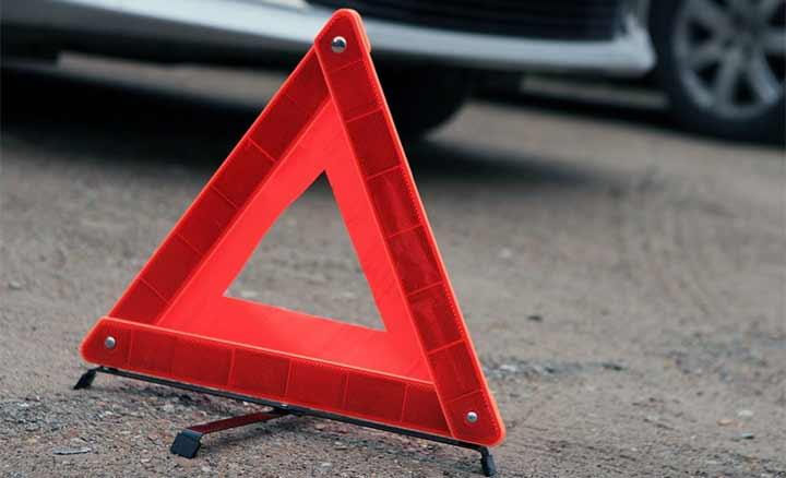 Поліція розшукує водія, який наїхав на жінку і втік