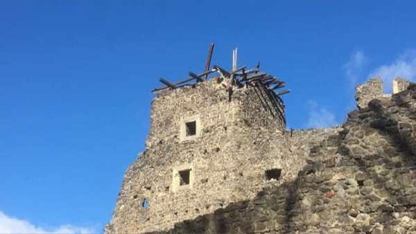 Зруйновані вежі Невицького замку планують відновити навесні
