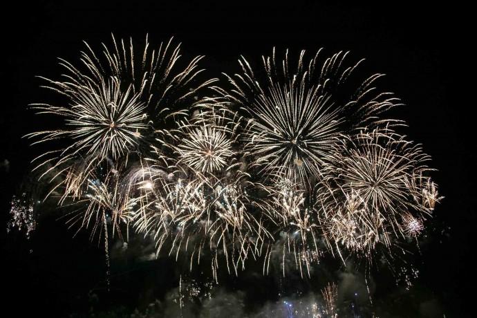 Краяни діляться відео Новорічних салютів