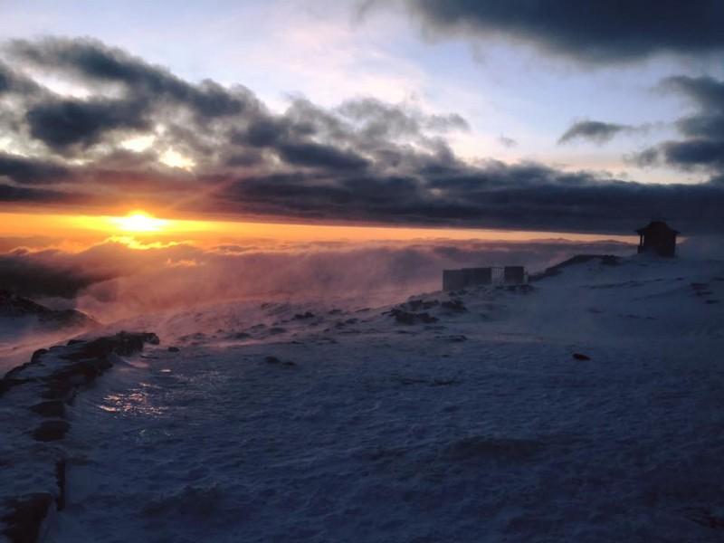 Мороз і пориви вітру: туристів попереджають про погоду в горах
