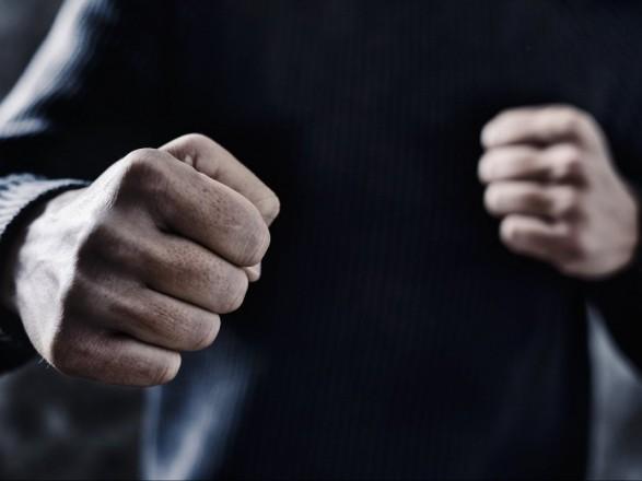 На Мукачівщині через борги жорстоко побили молодого чоловіка
