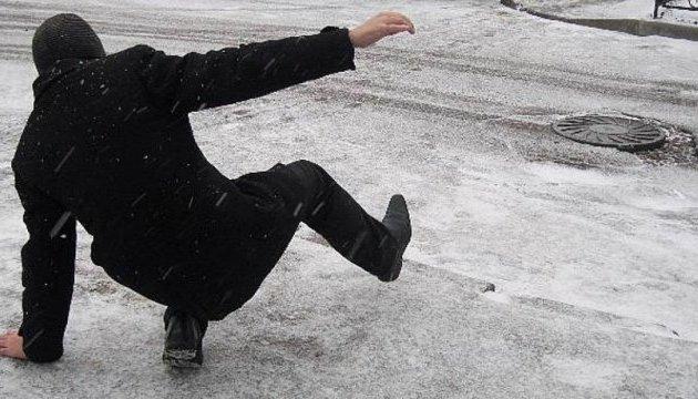В Ужгороді кілька десятків людей отримали травми через ожеледицю