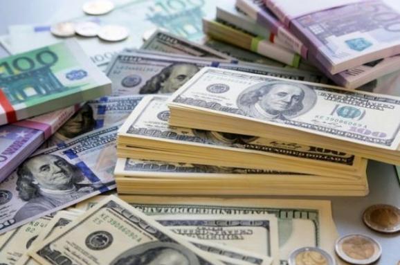 Долар та євро сьогодні подорожчали