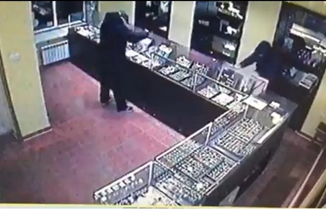 Оприлюднено відео пограбування ювелірного магазину