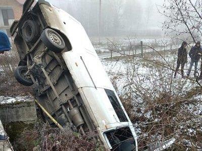 На Тячівщині мікроавтобус впав із мосту, – соцмережі