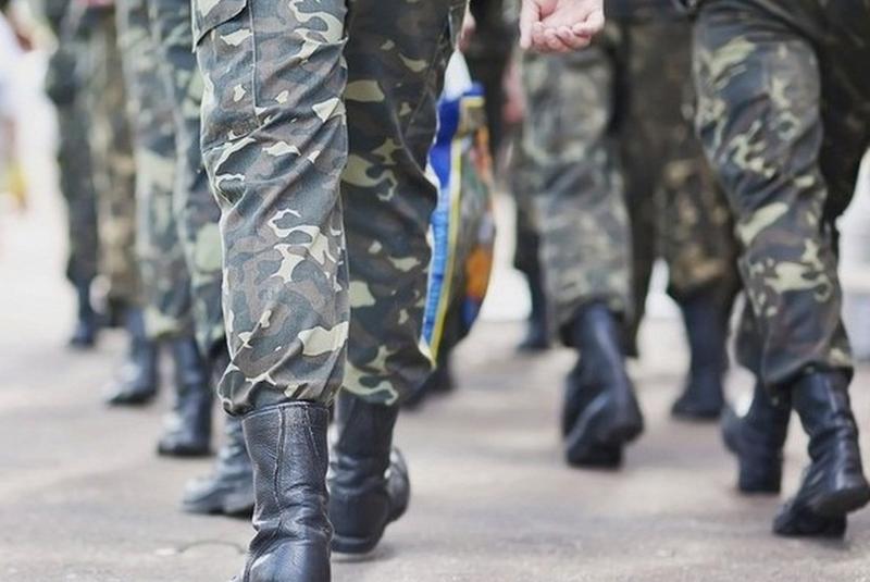 В армію знову забиратимуть із 18 років