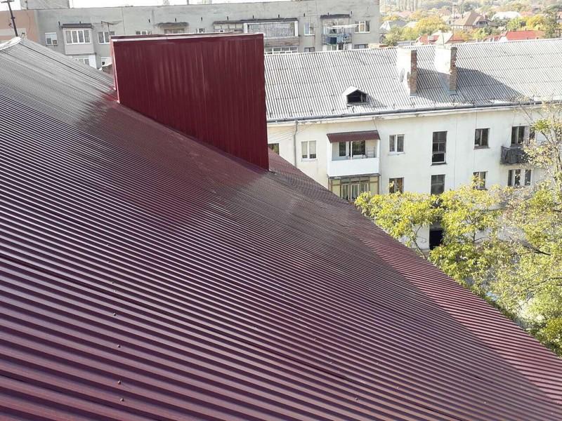 Минулого року у Мукачеві відремонтували дахи на 12 багатоповерхівках