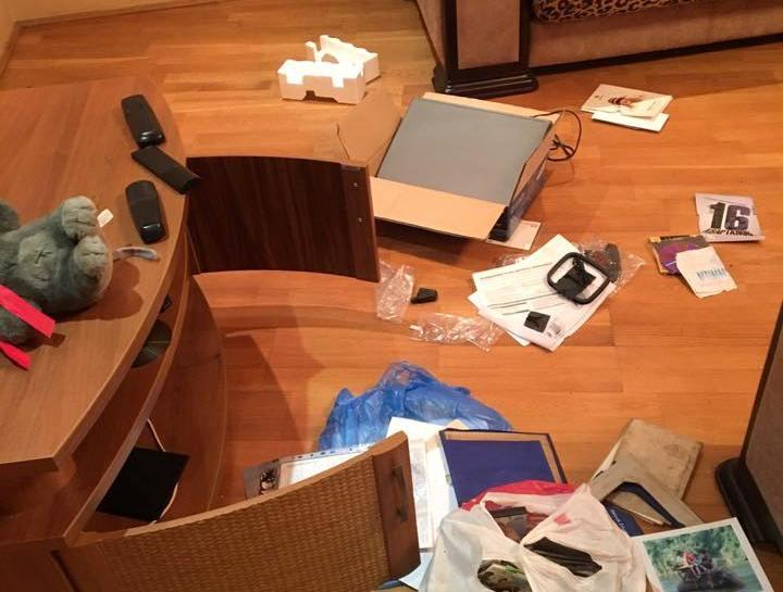 Поліцейські затримали злодіїв під час спроби обікрасти чужу квартиру