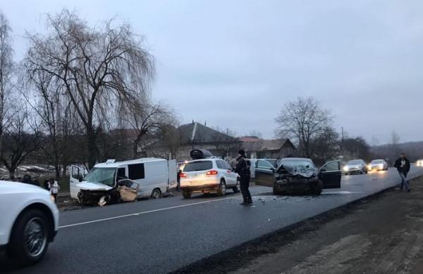 Оприлюднено нові подробиці та фото з місця жахливої аварії в Березинці