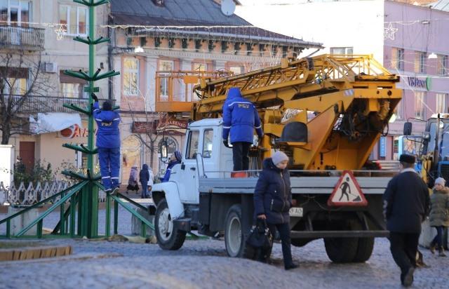 Завтра в Мукачеві демонтують головну ялинку міста
