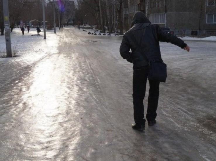 Ожеледиця на дорогах: рятувальники розповіли, як вберегтись пішоходам