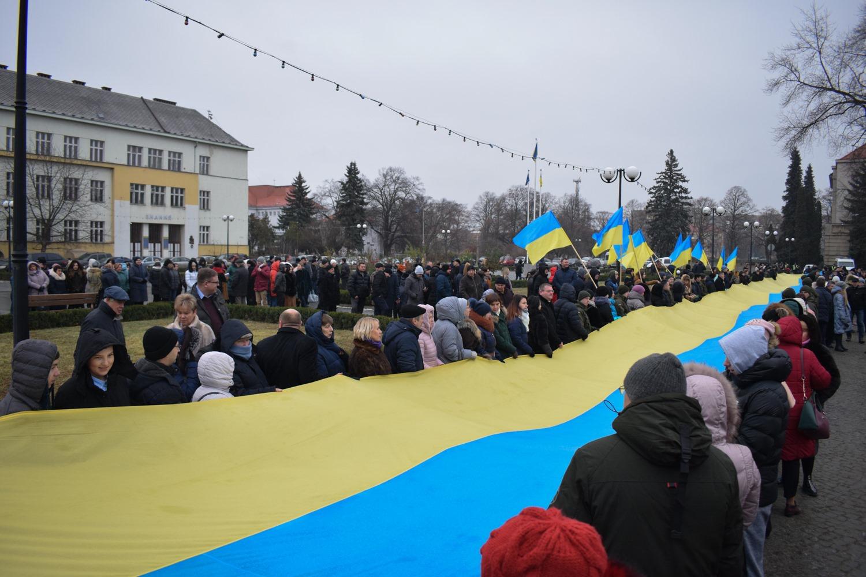 В Ужгороді з нагоди Дня Соборності розгорнули 100-метровий прапор України