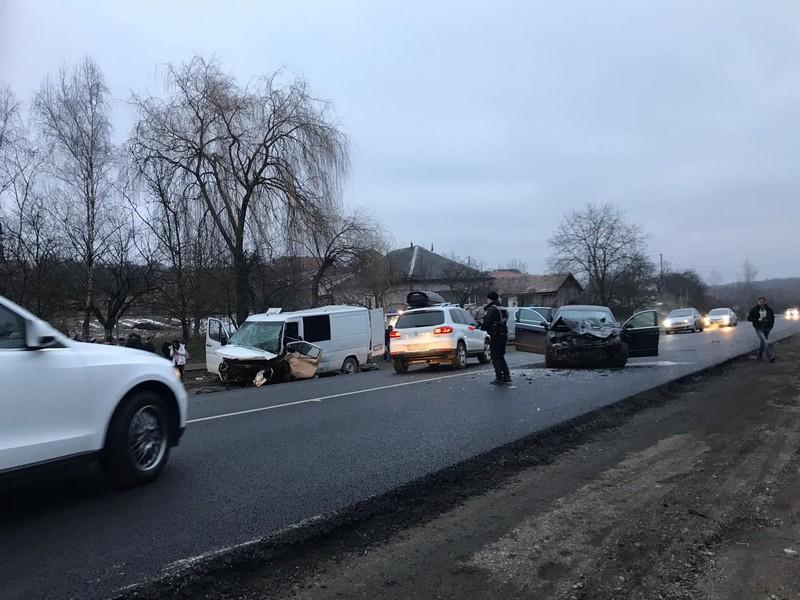 Наслідки моторошної аварії на Мукачівщині: 9-річна дитина в реанімації
