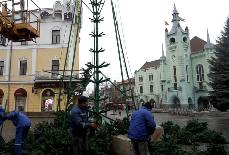 У Мукачеві демонтують головну ялинку міста