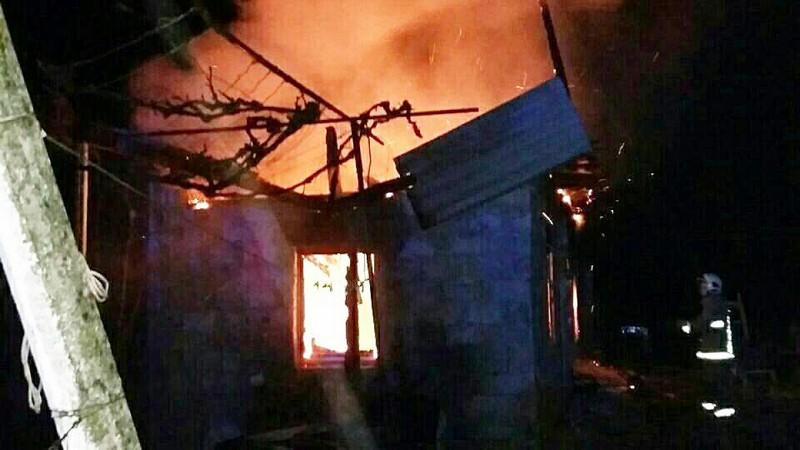 Серед ночі у Виноградівському районі спалахнула пожежа