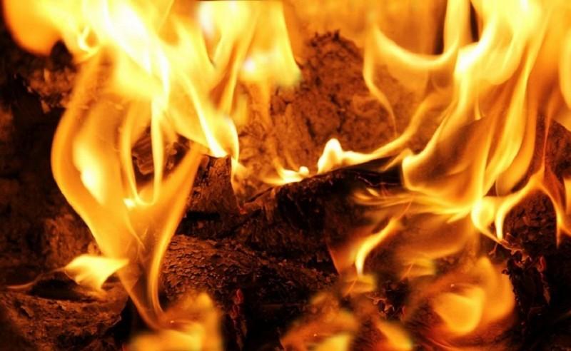 Ввечері чоловік розклав на балконі вогнище і не впускав у квартиру пожежників