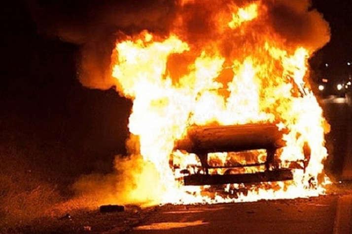 У Мукачеві вночі згорів BMW X5