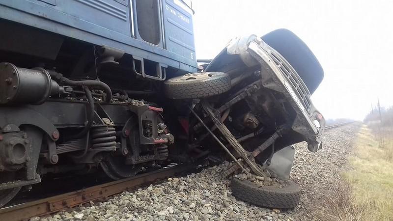 Зіткнулися потяг і вантажний автомобіль: опубліковано подробиці смертельної ДТП