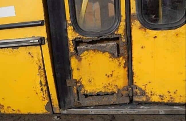 Маршрутку, що у неналежному стані їздила в Ужгороді, зняли з рейсів, а перевізника попередили