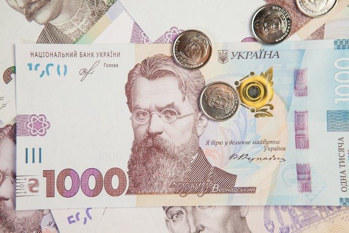 Посадовець незаконно донарахував майже 400 тис грн зарплати за себе і непрацюючих працівників