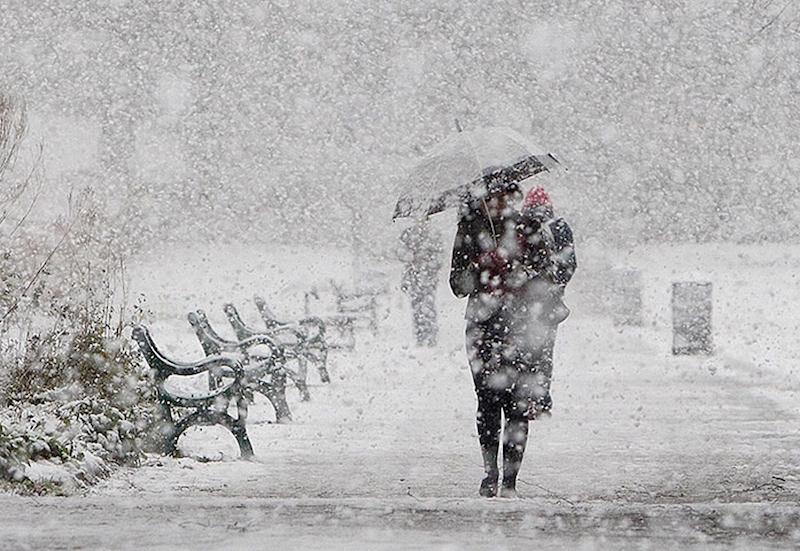 Як в Ужгороді борються із наслідками снігопаду