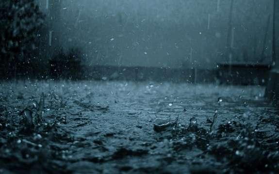 Сильні дощі та пориви вітру: на область насувається негода