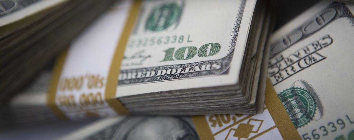 Курс долара знову здивує українців