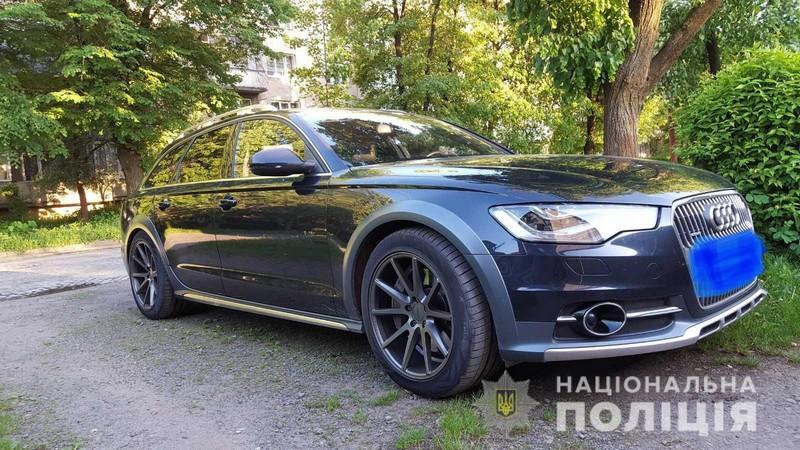 У Мукачеві сьогодні вкрали Audi A6. Поліція розшукує автівку