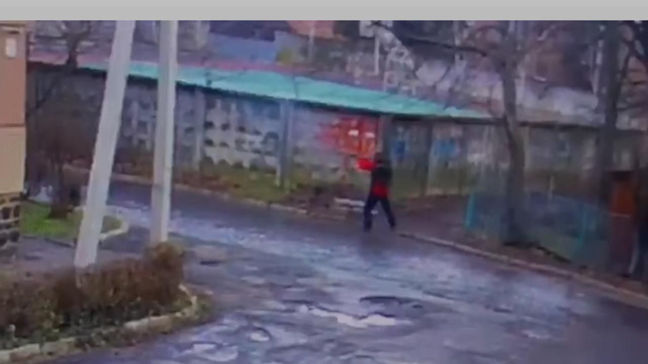 Стрілянина в Мукачеві 7 лютого: відеокамери зафіксували нападника