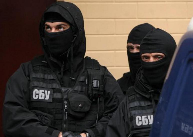 У Мукачеві сьогодні проводять обшуки. Працюють спецпризначенці
