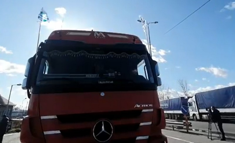 """Акція протесту: понад 30 вантажівок поїхали із Мукачева на КПП """"Тиса"""""""