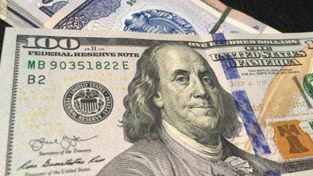 Долар і євро синхронно здорожчали: курс валют на 13 лютого