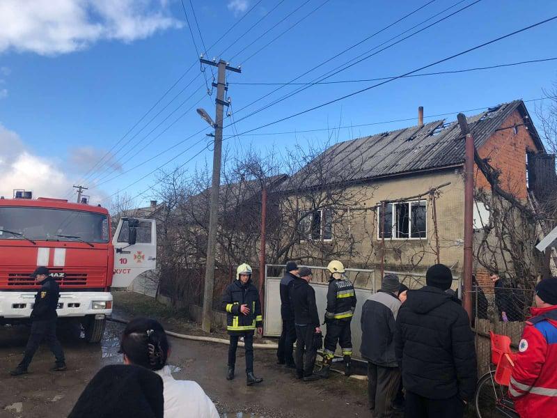 За фактом пожежі на Хустщині, в якій загинули батько та донька, поліція розпочала слідство