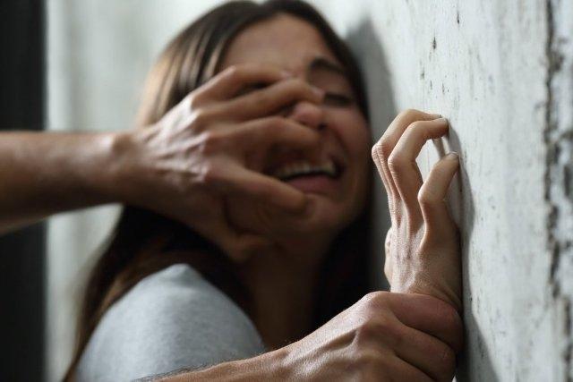 В Ужгороді зґвалтували неповнолітню
