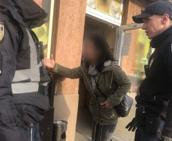 В Ужгороді жінка вкрала у чоловіка гаманець