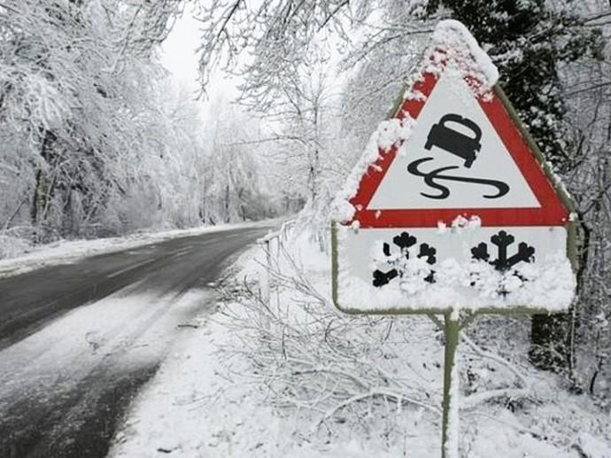 Можливі порушення руху транспорту: в області оголосили штормове попередження
