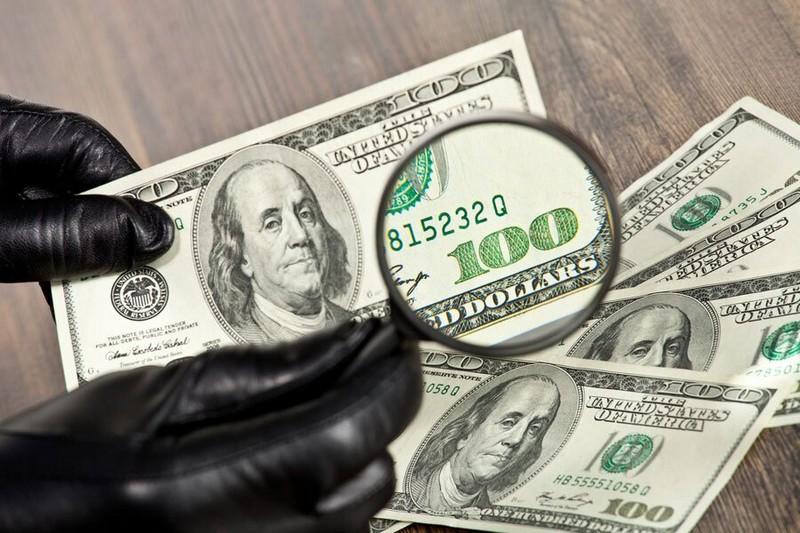 Україною ширяться фальшиві долари: як розпізнати підробку
