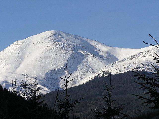 15 рятувальників шукають у горах туристів, які заблукали