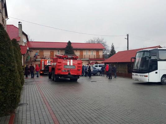 Вранці спалахнула пожежа в готелі. Одна жінка опинилась у пастці