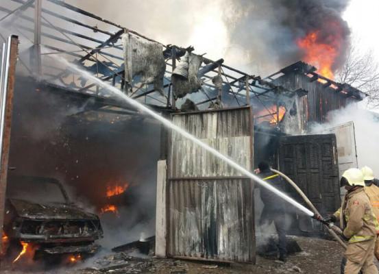 На Закарпатті згоріла автомайстерня